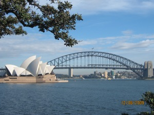 22 Opera House dan Harbour Bridge